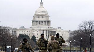 عناصر من الحرس الوطني بالقرب من مبنى الكابيتول حيث عقدت جلسات محاكمة دونالد ترامب