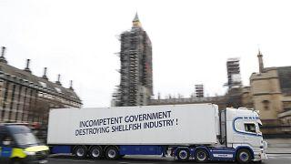 Rákféléket exportáló brit cég kamionja London belvárosában