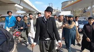 عثمان خان في زي شابلن