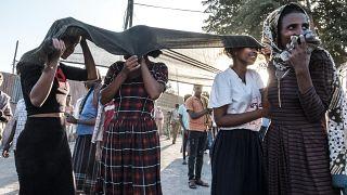 نساء يغطين وجوههن خلال احتفال تحرير قيادات المعارضة بمدينة ألاماتا في جنوب تيغراي