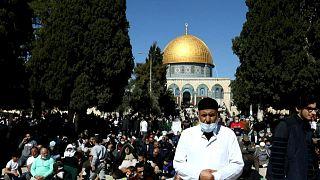 المسلمون الفلسطينيون يؤدون صلاة الجمعة في المسجد الأقصى