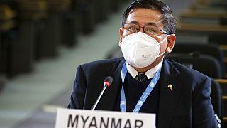 Birleşmiş Milletler Cenevre Ofisi nezdinde Myanmar Daimi Temsilcisi Myint Thu, BM İnsan Hakları Konseyi toplantısında konuşuyor
