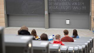 Almanya'da öğrencilere salgın desteği uzatıldı