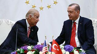 ABD Başkanı Joe Biden, 15 Temmuz darbe girişimi sonrası 2016 yılının Ağustos ayında Türkiye ziyaretinde Erdoğan ile bir araya gelmişti.