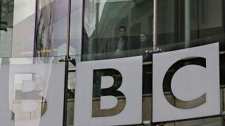 A BBC logója a londoni székházon