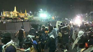 Столкновения протестующих в полицейскими в Бангкоке