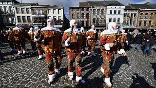 Пандемия коронавируса: Бельгии не до карнавала
