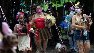 Pandemia impõe uma folia mais comedida no Brasil