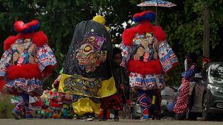 شاهد: رغم إلغاء المهرجان بسبب الجائحة..موكب رمزي في  ريو دي جانيرو