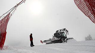 Un gatto delle nevi a Cortina d'Ampezzo, Italia