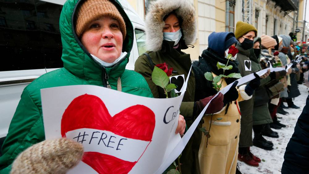 Russian women form Valentine's Day human chains in protest at crackdown on opposition