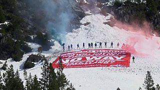 """Активисты организации """"Поколение идентичности"""" на акции в Альпах, апрель 2018 г."""