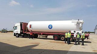 Tanque de oxigénio angolano ruma esta segunda-feira a Moçambique