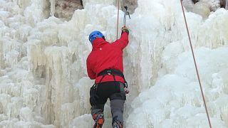 Für ganz Wagemutige: Klettern an der Eiswand bei minus 10 Grad