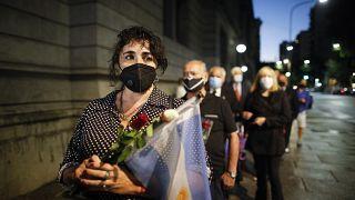 Argentinos esperan para rendir homenaje a Carlos Menem