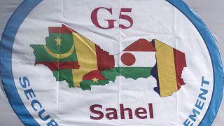 القوة المشتركة جي 5 الساحل، الدول الأعضاء بوركينا فاسو وتشاد ومالي وموريتانيا والنيجر معلقة في المقر الجديد للقوة المشتركة الساحل في باماكو.