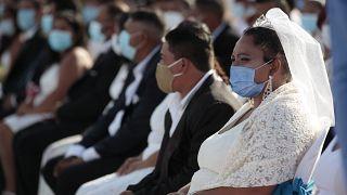 حفل زفاف جماعي في يوم عيد الحب، في حديقة باسيو زولوتلان في ماناغوا- نيكاراغوا