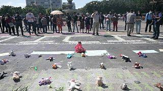 احتجاجات بالدمى في غواتيمالا للتنديد بقتل الفتيات.