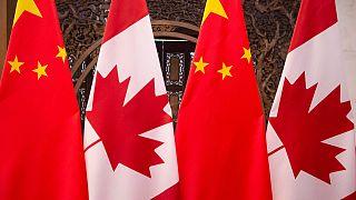 Çin ve Kanada bayrakları