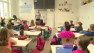 تلاميذ المدارس يعودون في ساكسوني الألكانية بعد إغلاق دام عدة شهور بسبب تفشي وباء كوفيد-19