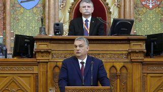 Orbán Viktor miniszterelnök napirend előtt szólalt fel az Országgyűlés idei első ülésén. Hátul Kövér László házelnök.