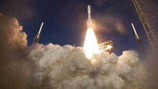 """صاروخ أطلس 5  لوكالة ناسا التابع لمشروع """"برسفيرنس""""  مارس 2020."""