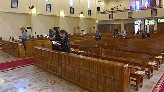 Cristianos rezan en Bagdad por la visita del papa el próximo mes de marzo.