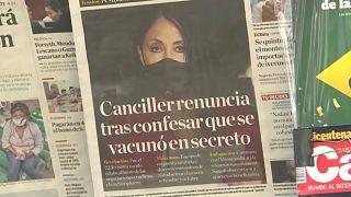 Primera página de un periódico sobre la dimisión de la ministra de Exteriores peruana