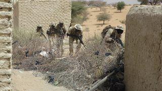 قزات تشادية تعاضدها قوات خاصة نيجيرية خلال تدريبات في تشاد. 2015/03/07