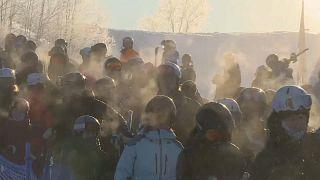 Anstehen am Skilift