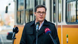 Karácsony Gergely főpolgármester beszédet mond a pesti fonódó villamosvonal első elemének átadásán a Haller utca és a Soroksári út kereszteződésénél 2020. november 6-án