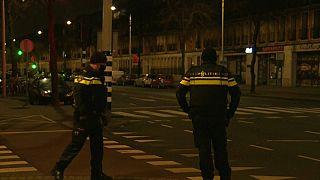 Egyelőre marad a kijárási tilalom Hollandiában