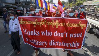 La protesta dei monaci buddisti contro la giunta militare in Myanmar.