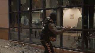 Imagen del ataque contra la comisaría de Vic