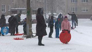 Дети играют в Риге