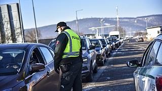 Szlovákia újra ellenőrzi határait
