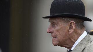 """Hospitalisé, le prince Philip """"garde le moral"""""""