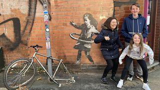 Banksy alkotásával sokan fotózkodtak Nottinghamban