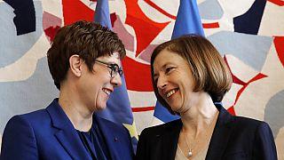 Fransa ve Almanya savunma bakanları Florence Parly (solda) ve Annegret Kramp-Karrenbauer