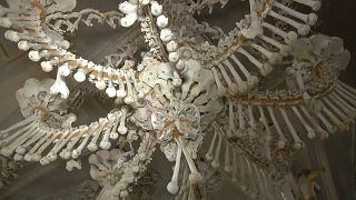 Pandemia de Covid-19 condiciona reconstrução de ossário de Sedlec