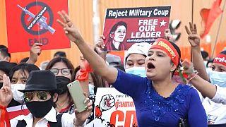 Μιανμάρ: Η μεγαλύτερη διαδήλωση μέχρι στιγμής