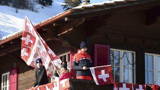 Márciusban kinyitnak a svájci boltok
