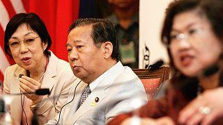 LDP Genel Sekreteri Toshihiro Nikai'nin söylemleri (ortada) ülkede kadın hakları konusunda yeni bir tartışma daha başlattı.