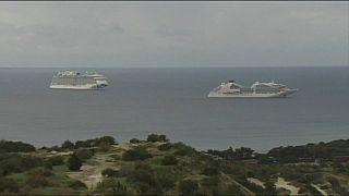 Круизные лайнеры компании Carnival у берегов Кипра