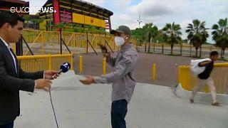 Momento del asalto al reportero