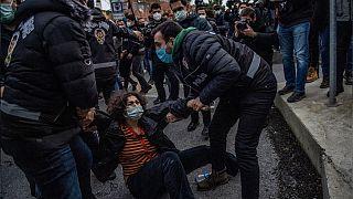 Boğaziçi Üniversitesi önündeki gösterilerde gözaltına alınan bir kişi