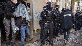 یوروش پلیس برلین به اقامتگاههای خانوادههای تبهکار