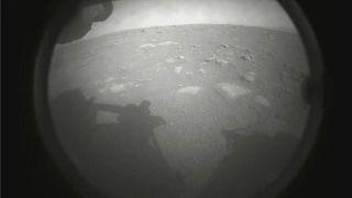 La première image transmise le 18 février 2021 par le rover Perseverance après son atterrissage réussi sur la planète Mars
