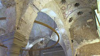 Dietro le pareti di un bar un bagno moresco del XII Secolo. La scoperta a Siviglia