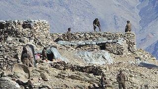 جنود صينيين على الحدود الصينية الهندية